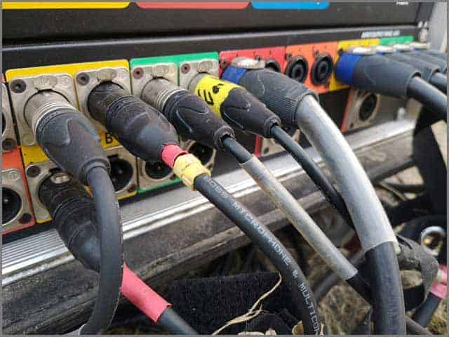 speaker line socket and plug