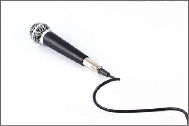 Microphone with cable isolated