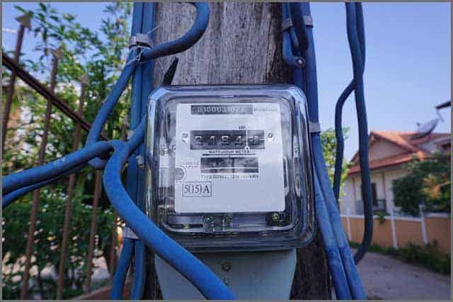 The electricity meter installed on the electricity pole.